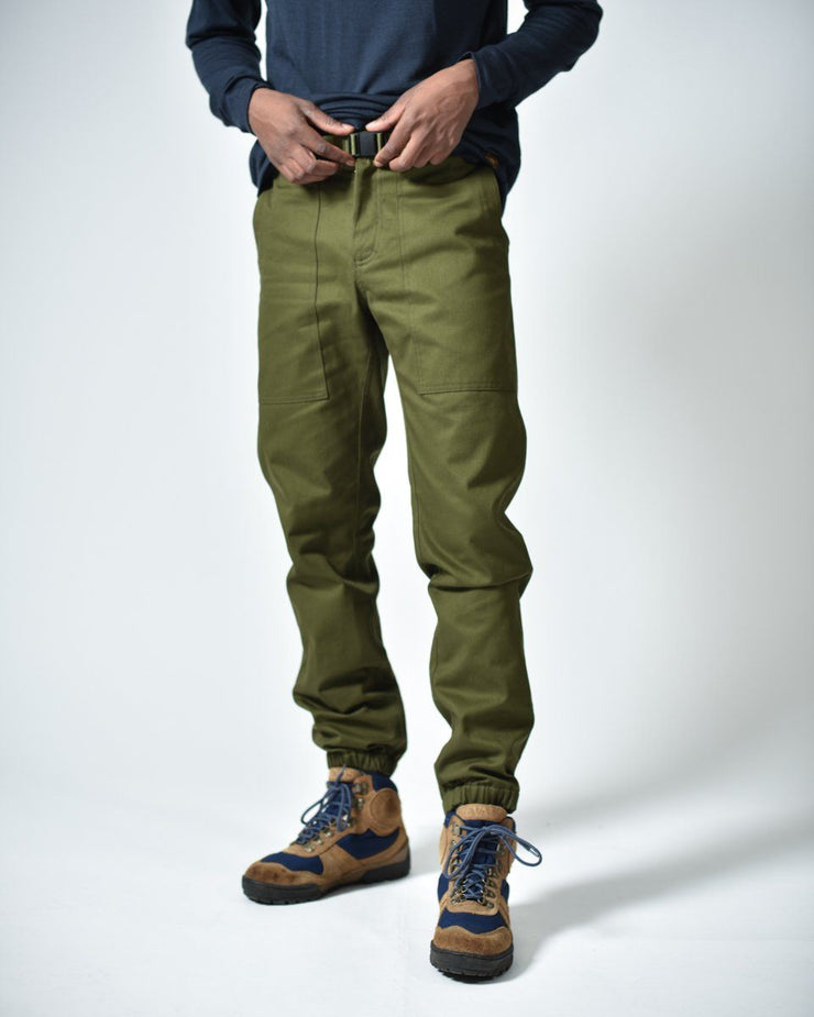 Mens The Hiking Pant in Green Front