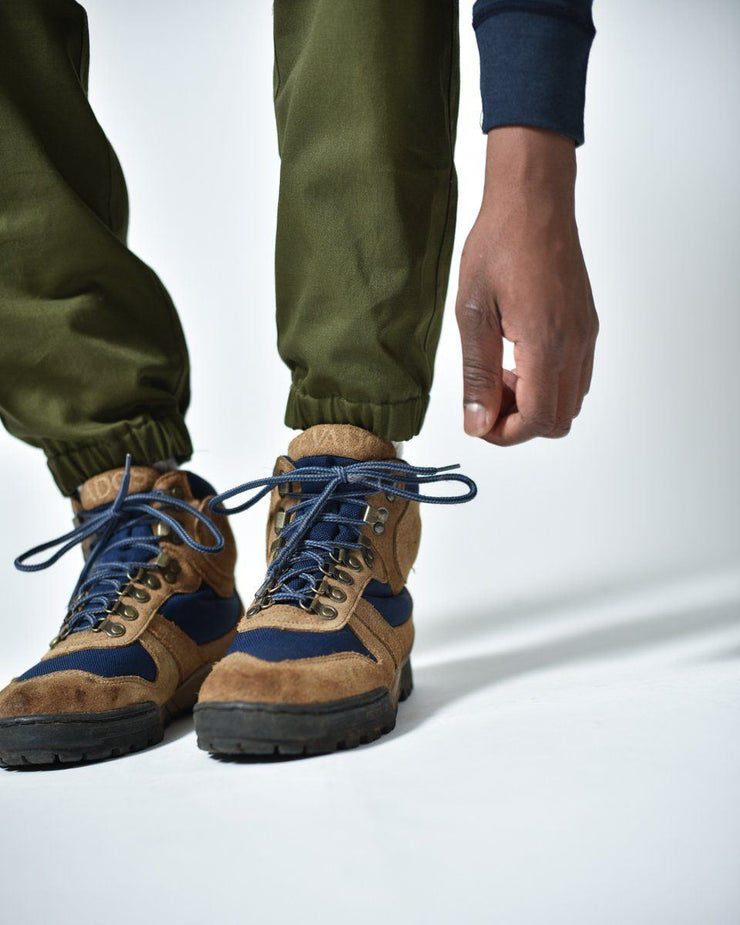 Mens The Hiking Pant in Green Ankle Detail