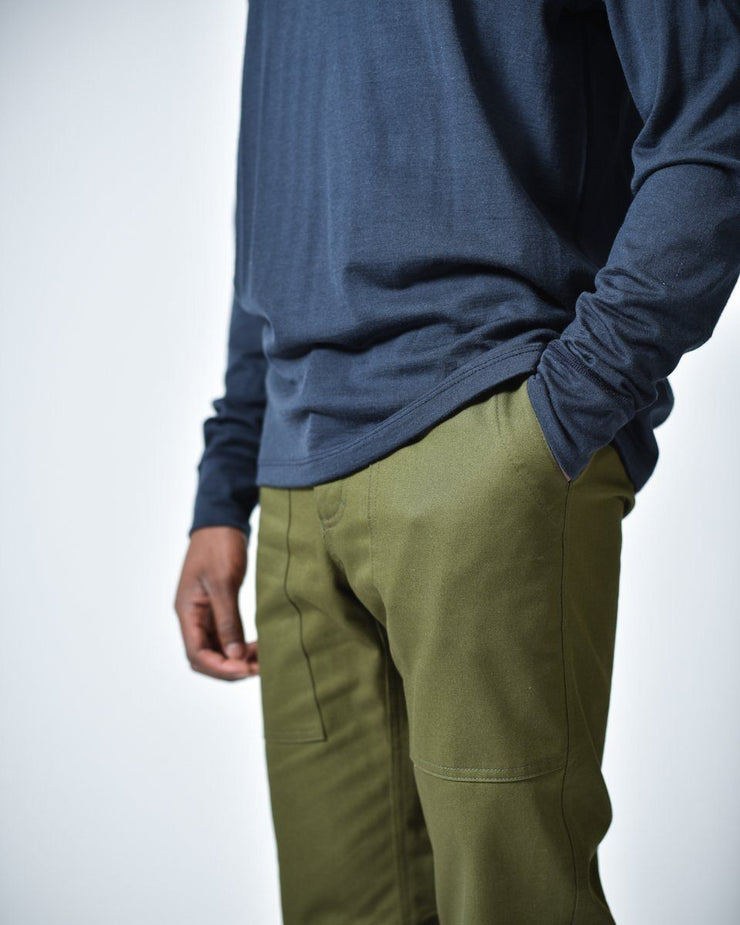 Mens The Hiking Pant in Green Front Side