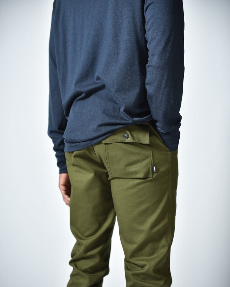 Mens The Hiking Pant in Green Back Pocket