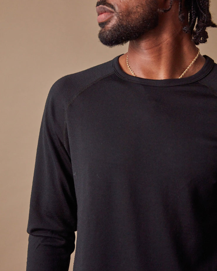 The 195 Merino Crew in Black - Detail
