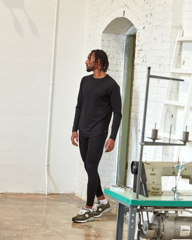 The 195 Merino Crew in Black - Factory