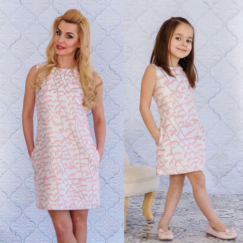 497595a127e New Fashion Mother and Daughter Family Matching Dress Girls Floral Print  Sleeveless Dress Outfits Lovely Party
