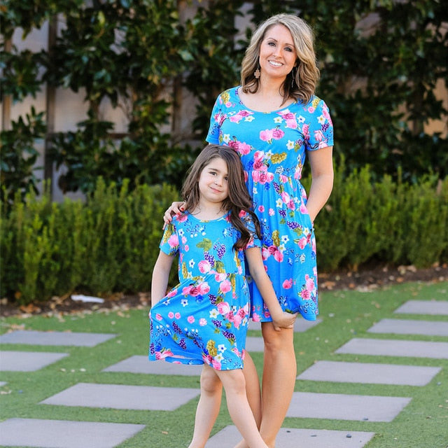 ea37190b6006c Mother Daughter Dresses Summer Mommy And Me Clothes Flower Print Family  Matching Outfits Short Sleeve Family Look Mom Girl