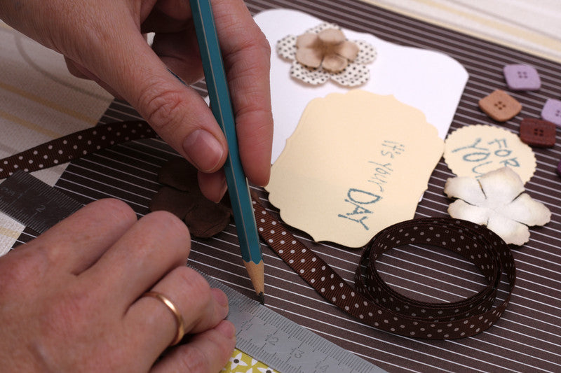 THE SECRETS TO CREATING A SCRAPBOOK