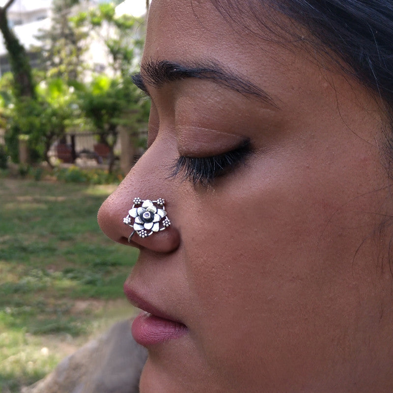 Multi flower nose pin