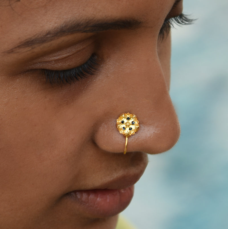 Black enamel flower nose pin