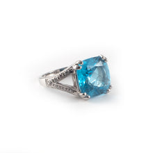 Swiss Blue Topaz 18ct White Gold Ring