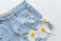 Daisy Appliqués Shorts-BoldDress.com