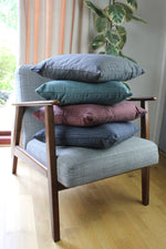 Laden Sie das Bild in den Galerie-Viewer, McAlister Textiles Hamleton Red Textured Plain Cushion Cushions and Covers