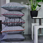 Laden Sie das Bild in den Galerie-Viewer, McAlister Textiles Costa Rica Black + White Abstract Cushion Cushions and Covers