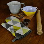 Load image into Gallery viewer, McAlister Textiles Vita Yellow Cotton Print Single Oven Mitt Kitchen Accessories