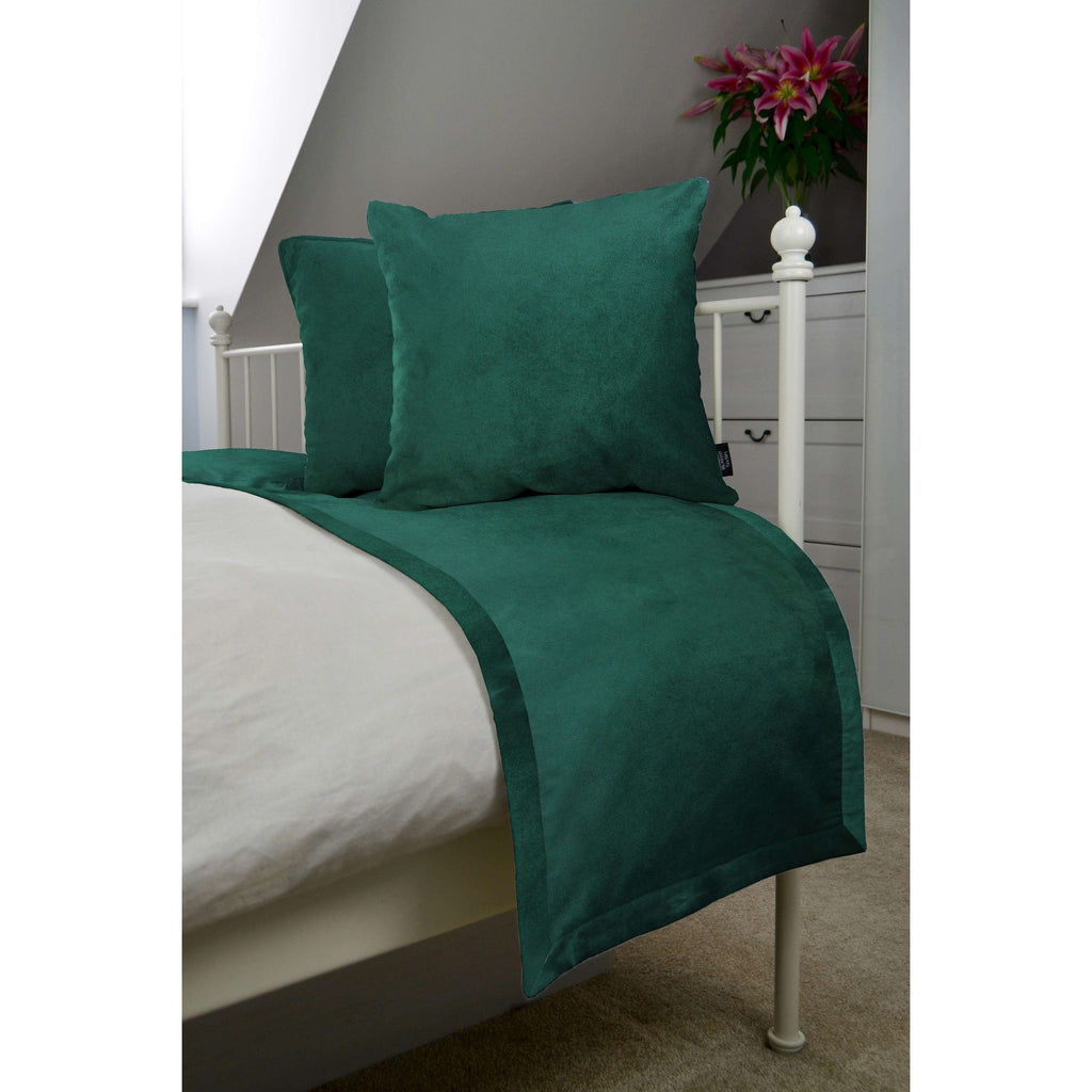 McAlister Textiles Matt Emerald Green Velvet Bedding Set Bedding Set Runner (50x240cm) + 2x Cushion Covers