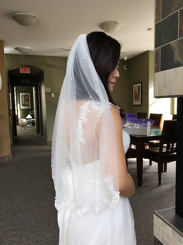 1 Tier Scalloped Lace Edge with Scattered Pearls