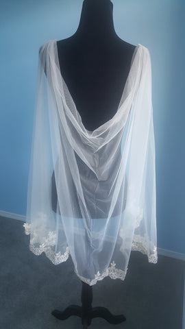 Bridal Cape Veil Lace G with Silver Fingertip Length