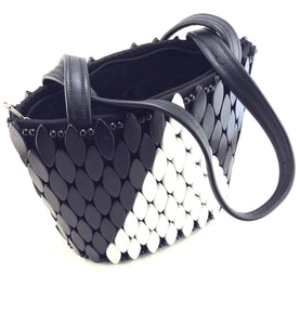 Beaded-handbag-by-AWYI-from-Kupendiza-shoulder-bag-oval-beads-hand-made-in-Kenya-black-white-geometric-pattern