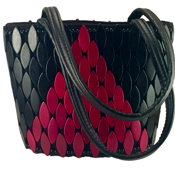 Beaded-handbag-by-AWYI-from-Kupendiza-shoulder-bag-oval-beads-hand-made-in-Kenya-black-rust-geometric-pattern