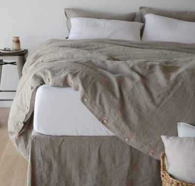 bedroom with 100% linen fitted sheet white color
