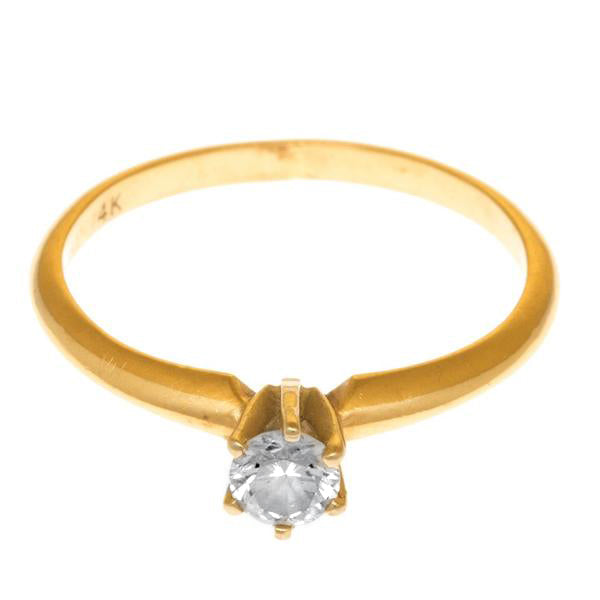 Anillo oro amarillo con diamante.