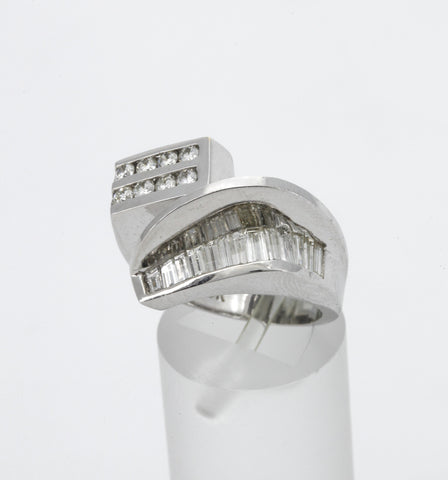Anillo De Oro Blanco Con Diamantes.