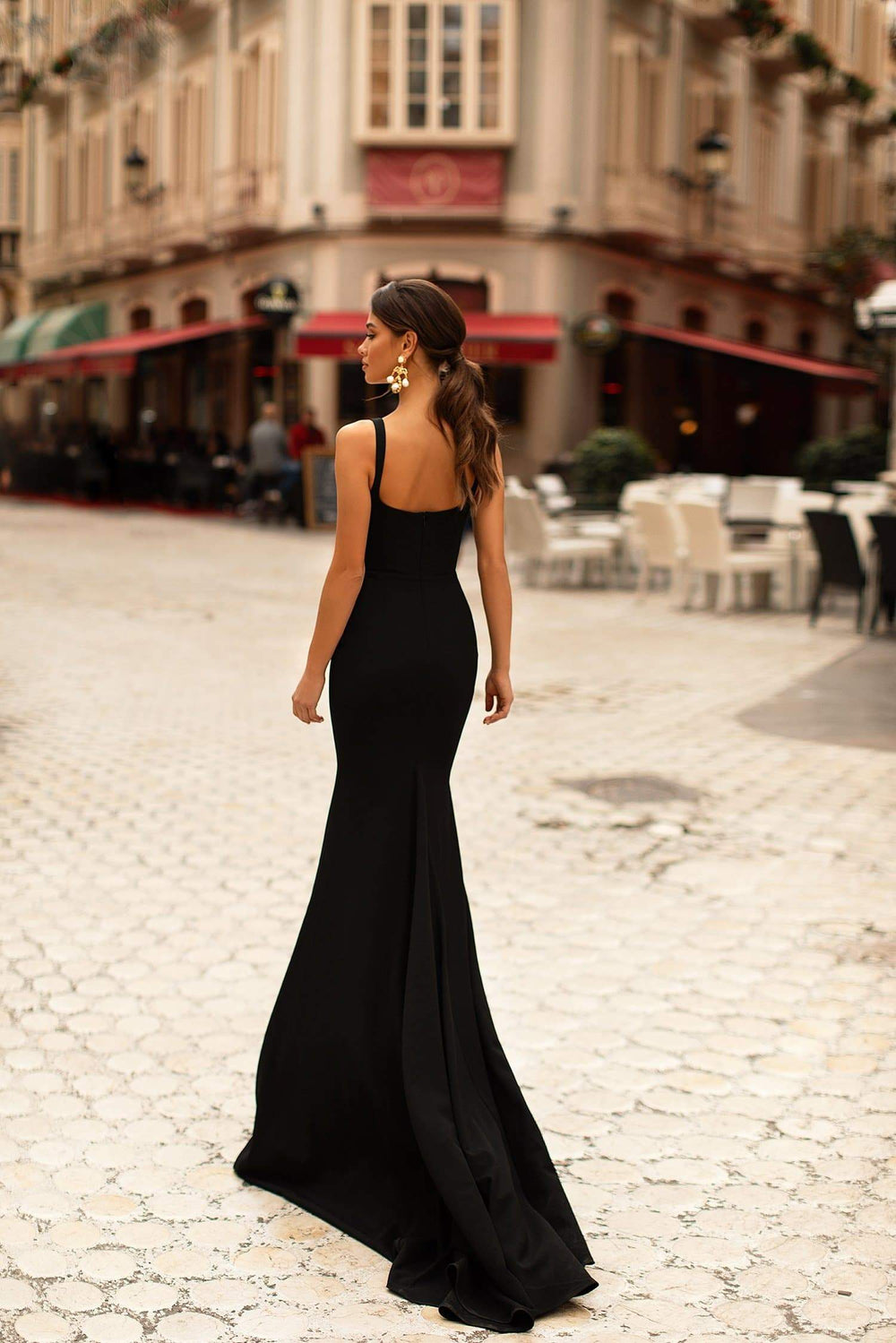 Celesta - Black Mermaid Crepe Gown with V-neck and Train