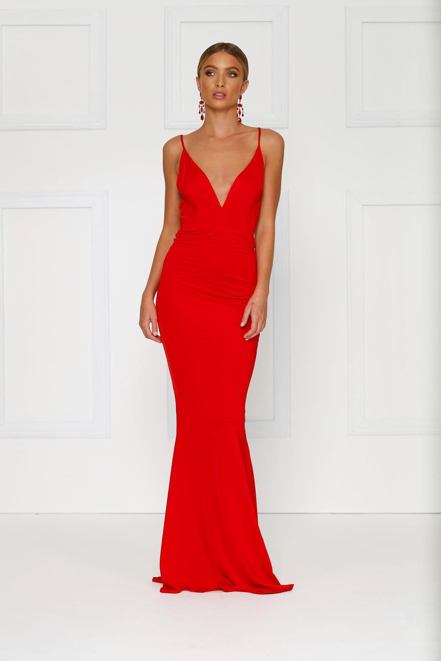 Red backless dress with a plunging neckline in a stretch fabric. Fitted formal dress prom dress