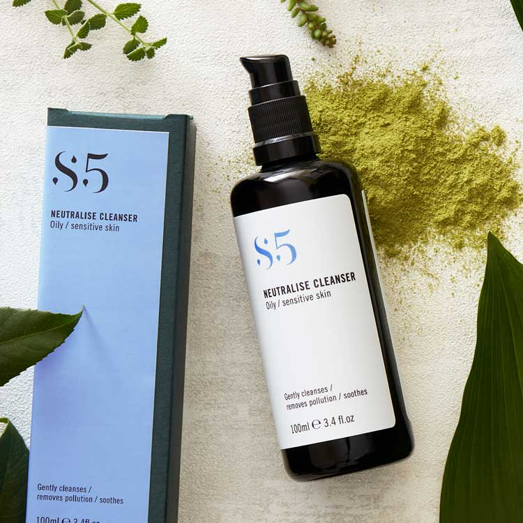 An oil free organic face wash designed to gently yet effectively cleanse skin without irritation. With Moringa and Prickly Pear. 99% Natural 41.5% Organic.