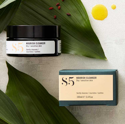 An organic oil based cleansing balm that soothes and nourishes without irritation. With Sea Buckthorn, Rosehip and Papaya. 100% Natural 97% Organic.