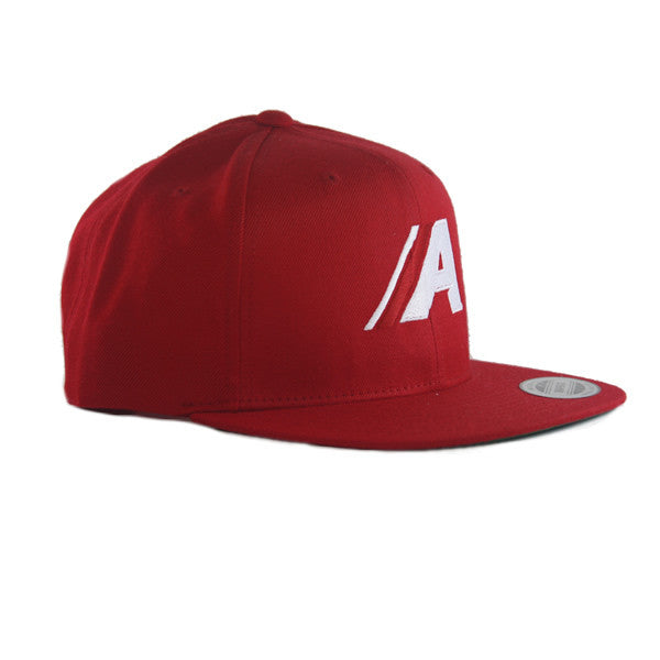 Icon Flat Snapback in Red