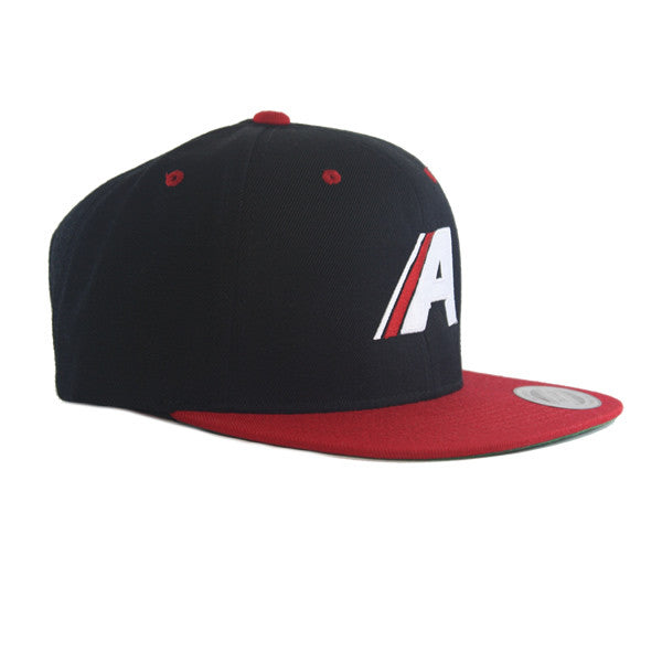 Icon Flat Snapback in Black/Red