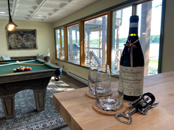 Stagshead Lakehouse: A Wine Welcome at the Bar