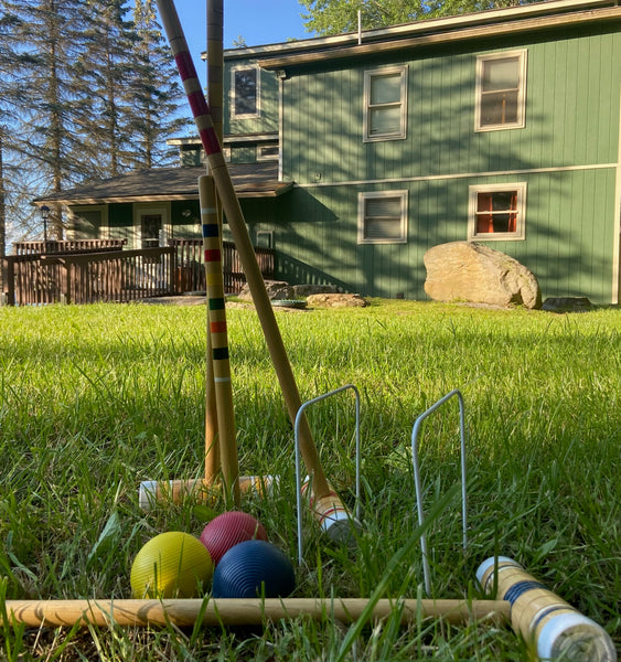 Stagshead Lakehouse: Crochet on the Front Lawn
