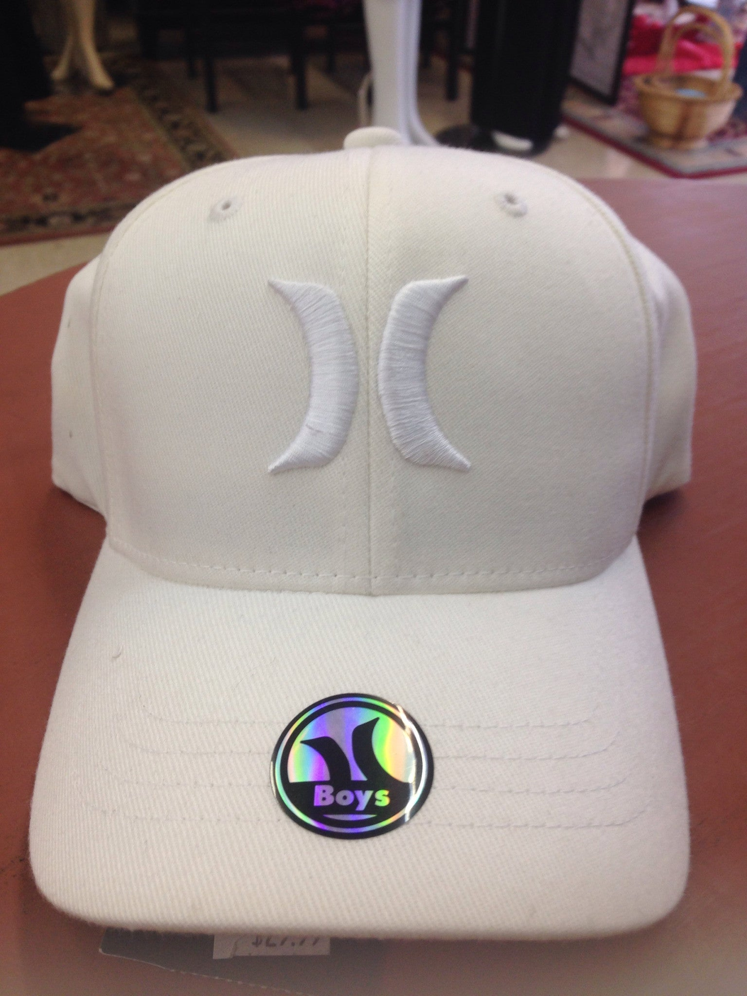Boys size white hurley hat.