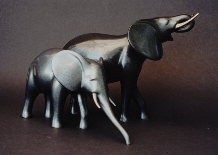 Elephant Pair Drinking bronze by Loet Vanderveen