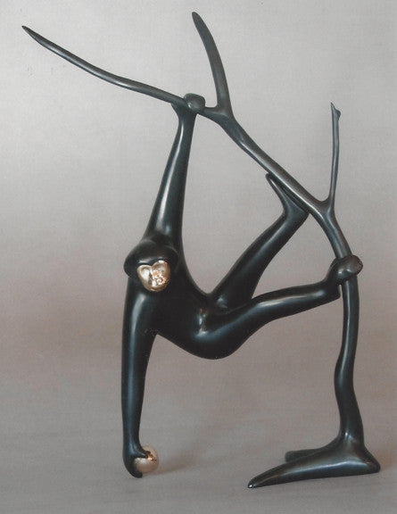 Gibbon in Tree bronze by Loet Vanderveen
