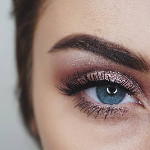 How To Turn Your Holiday Clients Into Year Round Lash Lovers