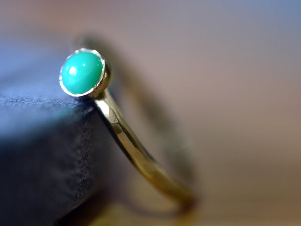 Women's 5mm Chrysoprase Ring in 14K Yellow Gold