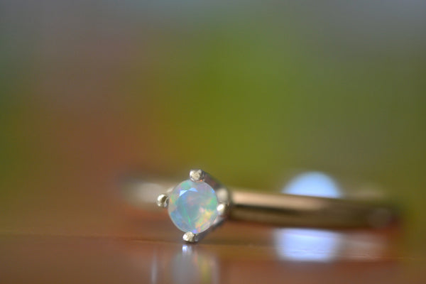 3mm Faceted Welo Opal Solitaire Ring in 14K Yellow Gold