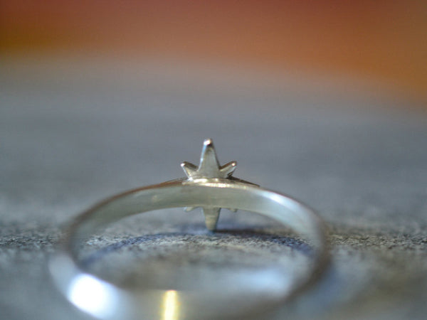 14K White Gold Star Ring