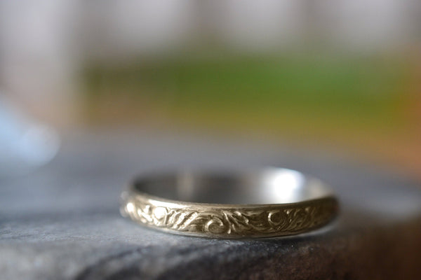 Leaf and Vine Wedding Band in 14K Yellow gold