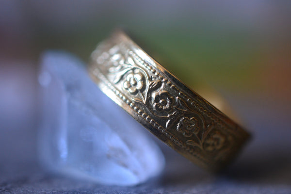 Men's Wild Flower Wedding Ring in 14K Gold