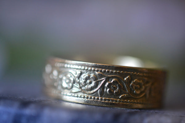 14K Yellow Gold Wedding Band With Flower Pattern