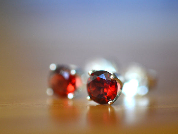 5mm Round Faceted Red Garnet Post Earrings in Silver