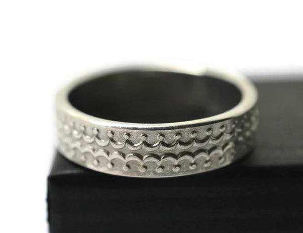 Minimalist Men's Wedding Band, Oxidized Silver Crown Pattern Ring