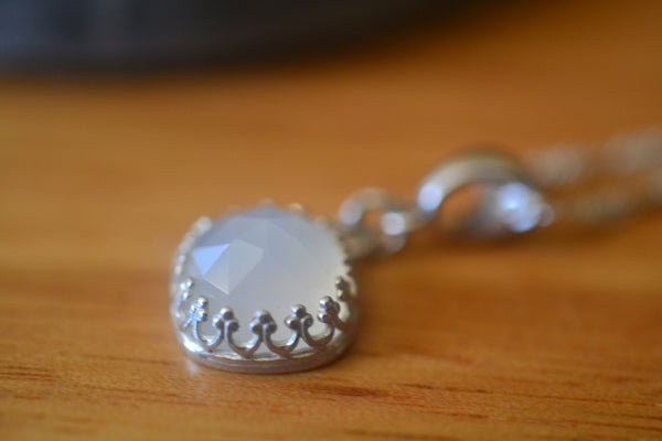 Rose Cut White Onyx Stone Silver Bezel Necklace With Chain