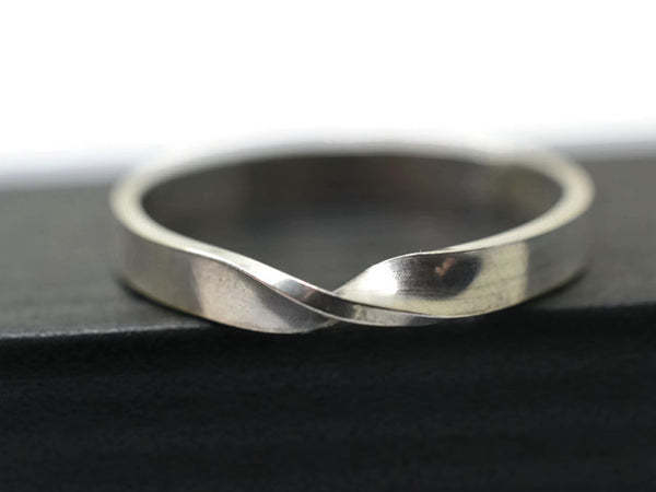 Engravable Sterling Silver Mobius Ring for Weddings