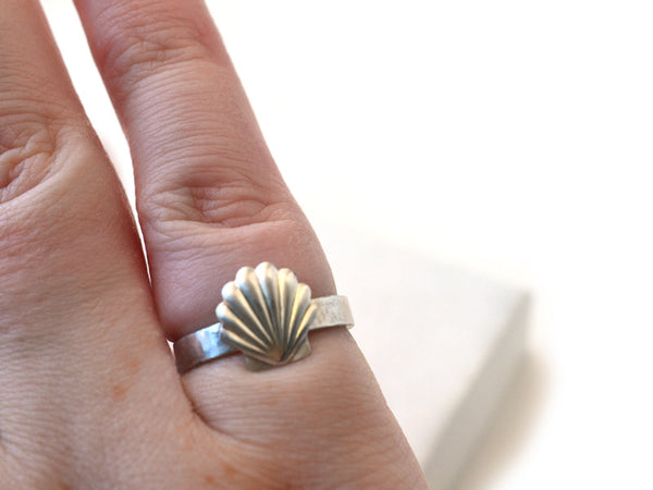 Engravable Sterling Silver Seashell Ring