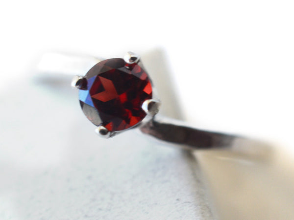 Women's Curved Silver & 5mm Garnet Solitaire Engagement Ring