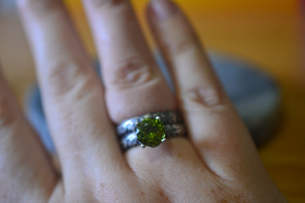 Women's Bridal Ring Set With Natural Faceted Green Gemstone