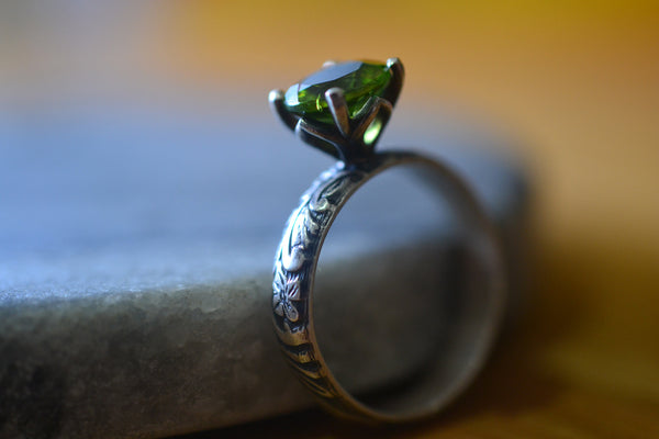 8mm Round Faceted Natural Green Peridot Gemstone Ring in Silver